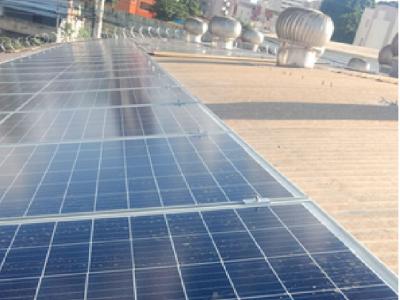 Instalação fotovoltaica, quadra da Liberdade (Ub...